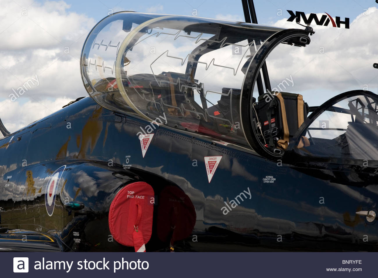 cockpit-of-bae-systems-hawk-jet-trainer-at-farnborough-international-BNRYFE.jpg